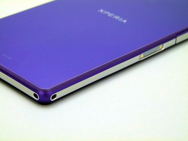 Xperia-Z2-insert-mold-640x480