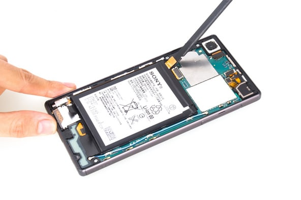 Xperia Z5 teardown 05